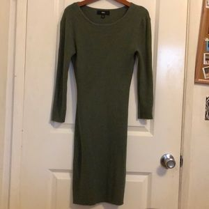 Mossimo body con green sweater dress✨